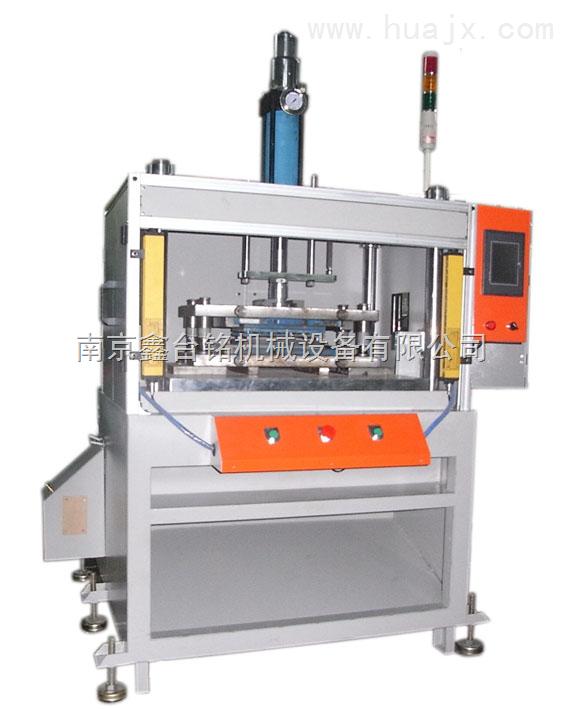 XTM-106K软性电路板压合机 (软性电路板压合机,四柱三板油压机,快速油压机,成型机 ) 本系列油压机专为电脑键盘内部的软性电路板的压合而设计,也是各种所需整形产品的理想设备,TM106普通型的升级产品, 采用先进的子母缸液压回路.无乱是噪音,速度, 耗电功率,均优于普通液压冲床是款高效率高速度,高出力,高环保的新一代液压冲床,是电脑键盘生产厂家的必选设备。 产品特点: 1.